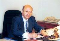 Raul Troncoso en su oficina