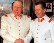 Ricardo Izurieta et Augusto Pinochet